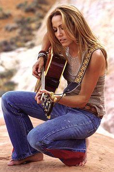 Sheryl Suzanne Crow (née le 11 février 1962) est une chanteuse américaine originaire de Kennett dans l'État du Missouri. Sa musique est un mélange de rock, de pop, de folk et de country. Elle a remporté depuis le début de sa carrière neuf Grammy Awards entre 1995 et 2007 tout en vendant plus de 30 millions d'albums;