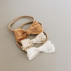 Restocked these lace bows💛 adorable giggling video by Diy Baby Headbands, Baby Hair Bows, Diy Headband, Billy Bibs, Hipster Baby Clothes, Lace Bows, Diy Bow, Diy Hair Accessories, Embroidered Lace