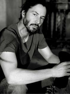 """Sem essa de Brad Pitt, Tom Cruise ou qualquer outro """"galã"""" que seja, pra mim Keanu Reeves ganha de todos, eu disse todos."""