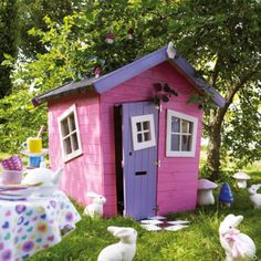 Sélection de mobilier de jardin pour enfants / purple and pink outdoor playhouse #bunnyinthewild #bunnyinabow