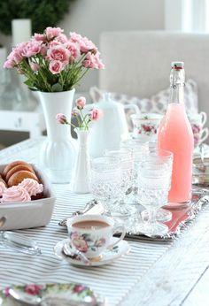 Party Vintage, Vintage Tea Parties, Vintage Style, Girls Tea Party, Tea Party Birthday, Tea Party Table, Party Tables, Tea Party Baby Shower, Bridal Shower