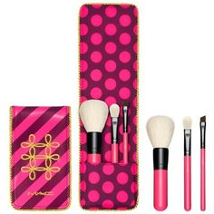 Mac  Nutcracker Sweet Essential Brush Kit ($35) ❤ liked on Polyvore featuring beauty products, makeup, makeup tools, makeup brushes, mac cosmetics, slanted makeup brush, blending brush, angled makeup brush and mac cosmetics kit
