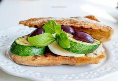 Grilled zucchini and mozzarella sandwich Grilled Zucchini, Ciabatta, Mozzarella, Avocado Toast, Grilling, Sandwiches, Breakfast, Ethnic Recipes, Food