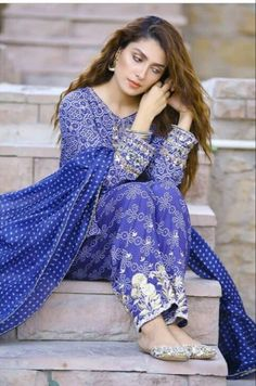 The Beauty Of Pakistan Showbiz Ayeza Khan Pakistani Fashion Casual, Pakistani Models, Pakistani Wedding Outfits, Pakistani Bridal Dresses, Pakistani Dress Design, Bollywood Fashion, Indian Outfits, Pakistani Actress, Pakistani Clothing