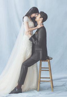 Couple Photoshoot Poses, Pre Wedding Photoshoot, Wedding Poses, Wedding Couples, Wedding Dresses, Korean Wedding Photography, Photography Poses, Korean Photo, Wedding People