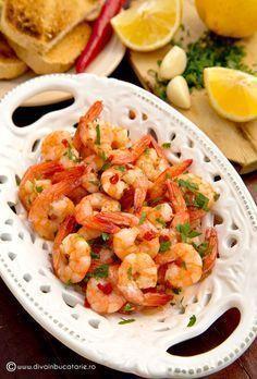 CREVETI CU USTUROI - Gambas al Ajillo | Diva in bucatarie Good Food, Yummy Food, Shrimp Recipes, Seafood, Food Porn, Food And Drink, Cooking Recipes, Tasty, Meals