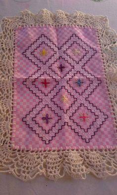 Bordado em tecido xadrez - Toalhinha (Detalhes sobre o bordado... Visitar)