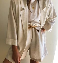 Womens Fashion for summer style with beige blazer and wide leg shorts. – Daily Posts for Women Looks Street Style, Looks Style, Style Me, Beige Outfit, Beige Blazer, Look Fashion, Fashion Outfits, Womens Fashion, Fashion Trends