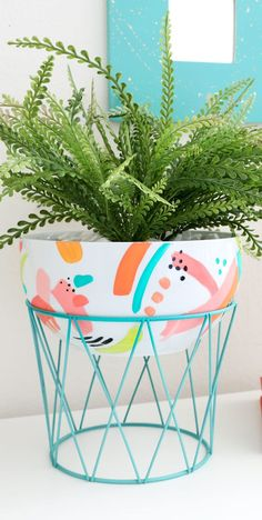 House Plant Maintenance Tips Diy Modern Bowl Planter This Diy Planter Project Is A Cute Way To Upcycle Things You Probably Own Already Painted Plant Pots, Painted Flower Pots, Diy Craft Projects, Diy And Crafts, Wood Projects, Diys, Keramik Design, Modern Plant Stand, Diy Planters