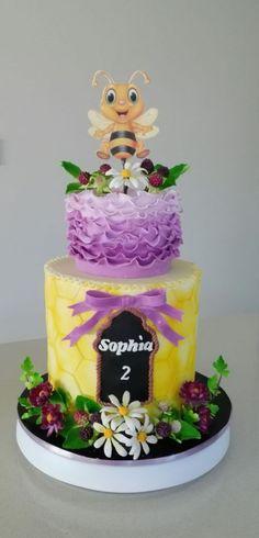 Buzzy bee cake