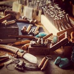 A little corner of my creative space, the Buffalo Girl studio. This is where all my designs come to life ✨ . . . . . #creativespace #workshop #tools #leatherworkshop #studio #handcrafted #leathertools #tooledleather #stamps #magic #designer #designerstudio #trinkets #treasure #turquoise #inspiring #workspace