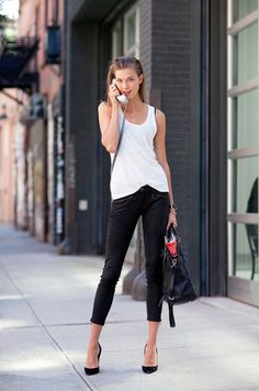 2013 Street Style Karlie Kloss shows off classic model-off-duty. Read more: Street Style Spring 2013 - New York Fashion Week Street Style - Harper's BAZAAR New York Fashion Week Street Style, Nyfw Street Style, Spring Street Style, Spring Summer Fashion, Street Fashion, Nyc Spring, Summer 2015, Image Fashion, Look Fashion