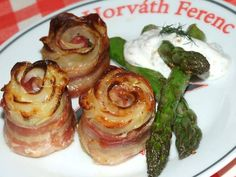 Sajtos krumpli rózsa baconban