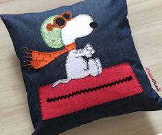 Almofada em Jeans, com ilustração do Snoopy em PatchApliqué - R$ 50,00