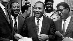 偉人たちの最後に撮られた写真 マーティン・ルーサー・キング・ジュニア(Martin Luther King, Jr., 1929年1月15日 - 1968年4月4日)は、アメリカ合衆国のプロテスタントバプテスト派の牧師である。キング牧師の名で知られ、アフリカ系アメリカ人公民権運動の指導者として活動した。 「I Have a Dream」(私には夢がある)で知られる有名なスピーチを行った人物。1964年のノーベル平和賞受賞者。2004年の議会名誉黄金勲章受章者。