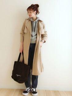 クリックすると新しいウィンドウで開きます Fashion Wear, Womens Fashion, Japanese Style, Normcore, Tote Bag, Coat, How To Wear, Jackets, Down Jackets