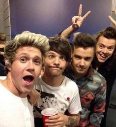 I'm literally sitting here in my pyjamas, endlessly pinning One Direction pics! Is that normal? 😂❤️😎😍 love these boys so much😍❤️🙌🏼🤘🏼 Grupo One Direction, Four One Direction, One Direction Humor, One Direction Pictures, One Direction Selfie, Niall Horan, Zayn Malik, Liam Payne, Louis Tomlinson