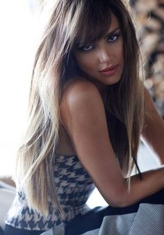 Star Style – Actress Jessica Alba trades in her casual glam look for a high fashion makeover in a recent shoot from C Magazine. Classic Haircut, Classic Hairstyles, 2014 Trends, Jessica Alba Pictures, Jessica Alba Style, Jessica Alba Hot, Actress Jessica, Beauty And Fashion, Beautiful Actresses