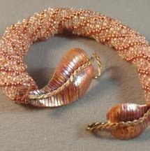 Free beading pattern for the Copper Leaf bracelet made with Dutch Spiral stitch.