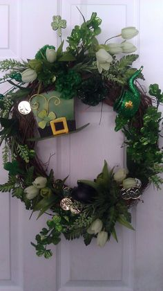 Patrick's day wreaths Holiday Wreaths, Holiday Crafts, Holiday Decor, Holiday Ideas, Wreath Crafts, Diy Wreath, Wreath Ideas, San Patrick Day, St Patrick's Day Decorations