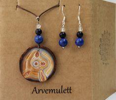 Holzanhänger - Amulett mit Zirbe und Edelsteinen mit Ohrringe - ein Designerstück von TirolZirbe bei DaWanda