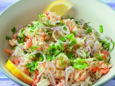 Salade de riz aux poissons et crevettes Buddha Bowl, Entrees, Potato Salad, Cabbage, Food And Drink, Menu, Dishes, Vegetables, Cooking