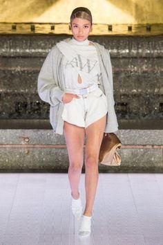 Alexander Wang Spring 2020 Ready-to-Wear Fashion Show - Vogue Fashion 2020, Runway Fashion, Fashion Brands, Spring Fashion, High Fashion, Vogue Fashion, Alexander Wang, Vogue Paris, Vogue Russia