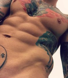 Esfuerzo, dedicación, disciplina. #fit #eightpack #tattoo