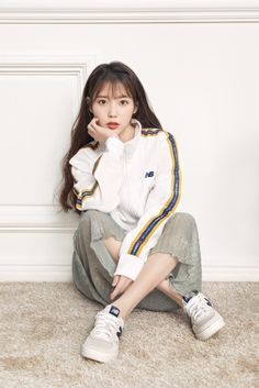 Discover recipes, home ideas, style inspiration and other ideas to try. Cute Korean, Korean Girl, Asian Girl, Korean Casual, Iu Fashion, Korean Fashion, Fashion Outfits, Chic Outfits, Iu Twitter