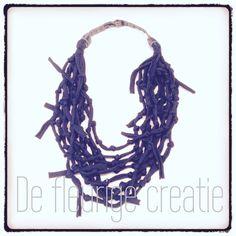 Leuke #ketting gemaakt met #lintgaren #freubelen #creatief #sieraad