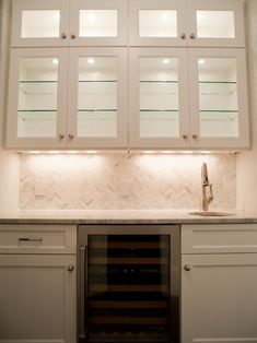 New Ideas For Kitchen Bar Tile Butler Pantry Kitchen Wet Bar, Kitchen Bar Design, Kitchen New York, Pantry Design, Kitchen Ideas, Kitchen Updates, Kitchen Tips, Herringbone Backsplash, Hexagon Backsplash