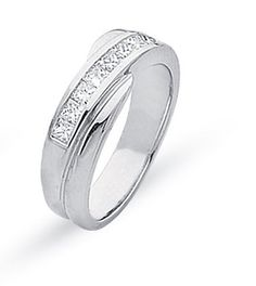 Diamond and gold wedding ring