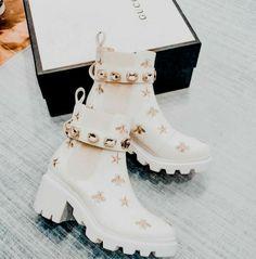 Dr Shoes, Hype Shoes, Me Too Shoes, Fancy Shoes, Pretty Shoes, Beautiful Shoes, Jordan Shoes Girls, Girls Shoes, Sneakers Fashion