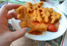 i always make the dino nuggets fight to the death before i eat them... lolz follow me @CurlyRooRoo