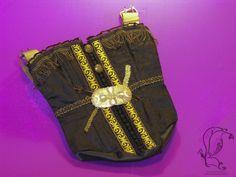 Upcycling-Handbag, Steampunkstyle  Ich war einmal ein Korsett!  Aufgrund eines gebrochenen Blanchette-Verschlusses war dieses Korsett als solches nicht mehr tragbar. Der Verschluss wurde entfernt, genau wie die Stahlformstäbe und so wurde das Korsett zu einer Tasche umgebaut....