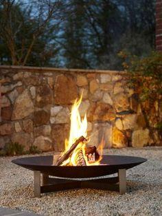 genieten van de avond, zittend rondom het vuur.