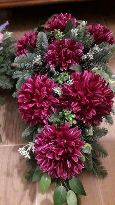 Flower Arrangements, Christmas Tree, Flowers, Plants, Beautiful Flower Arrangements, Cemetery Decorations, All Saints Day, Garten, Teal Christmas Tree
