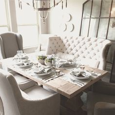 How amazing is this dining room!? It looks soo comfy & inviting!!  Each one of you needs to check out Jennifer's page over at @decorgold !! I found her a couple weeks back and was SOO happy I did ❥ @decorgold #onetofollow