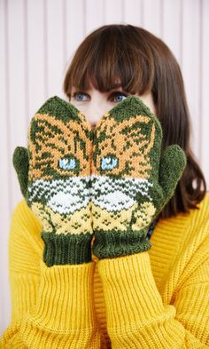 Crochet Mittens, Knitted Gloves, Knitting Socks, Knit Crochet, Knit Socks, Cat Crafts, Kids And Parenting, Cross Stitch, Embroidery