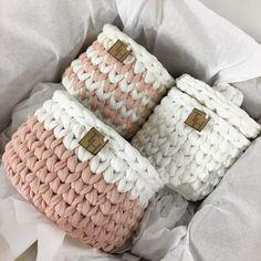 Crochet Gifts, Diy Crochet, Crochet Baby, Crochet Basket Pattern, Crochet Patterns, Crochet Dinosaur, Crochet Storage, Baby Room Design, Crochet Handbags