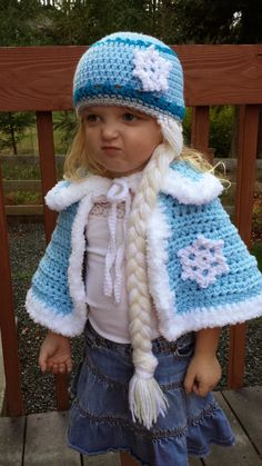 Crochet Queen Elsa Cape pattern, snowflake braid hat, crochet hat pattern, crochet cape pattern, kids costume pattern - New Ideas Crochet Girls, Crochet Baby Clothes, Cute Crochet, Crochet For Kids, Crochet Crafts, Crochet Projects, Knit Crochet, Crochet Caplet, Crochet Princess