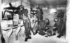 Somewhere on the English coast British soldiers are seen in a coastal defense bunker armed with Bren machine guns and other small arms. Ww2 History, World History, Operation Sea Lion, British Uniforms, Ww2 Uniforms, Home Guard, British Soldier, British Army, Ww2 Pictures