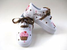 He encontrado este interesante anuncio de Etsy en https://www.etsy.com/es/listing/57149819/girls-cupcake-shoes-baby-and-toddler