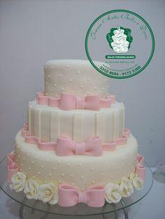 bolo com laços rosa