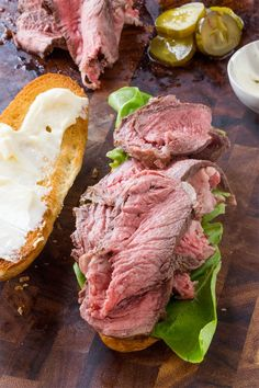 Slow Cooker Roast Beef Sandwiches with homema… Slow Cooker Roast Beef Sandwiches. Slow Cooker Roast Beef Sandwiches with homemade horseradish that take less than two hours from start to finish and tastes amazing! Crock Pot Recipes, Roast Beef Recipes, Slow Cooker Recipes, Cooking Recipes, Tofu Recipes, Crockpot Meals, Roast Beef Sandwiches, Wrap Sandwiches, Roast Beef Panini