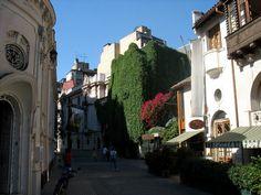 """Acá te mostraremos los barrios más interesantes de Santiago. Barrio Lastarria Este barrio es conocido por ser un """"oasis urbano"""". Si caminas por sus calles pertenecientes a la comuna de Santiago Cen..."""
