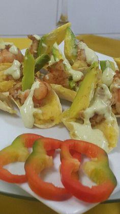 Canapés de camarón! Ingredientes camarón plátanos maduro papitas pringools mayonesa de cilantro aguacate  queso parmesano