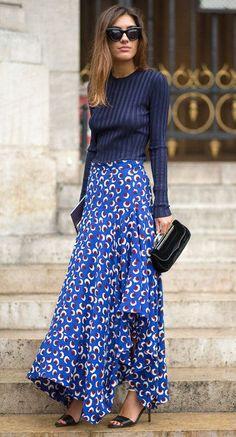 Paris Street Style Spring 2015 - Best Street Style Paris Fashion Week - Harper's BAZAAR Blue pullover paired with a blue & white maxi skirt Net Fashion, Fashion Mode, Look Fashion, Paris Fashion, Womens Fashion, Fashion Trends, Street Fashion, Fall Fashion, Trendy Fashion