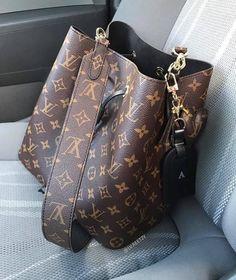 Louis Vuitton Monogram Canvas Artsy MM Bag Handbag Made in France – The Fashion Mart Chanel Handbags, Louis Vuitton Handbags, Fashion Handbags, Purses And Handbags, Fashion Bags, Louis Vuitton Neonoe, Cheap Handbags, Fashion Fashion, Runway Fashion