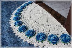 Tapete em crochê feito à mão, barbante 100% algodão.  MEDIDA 1,10m x 0,54m  Pode ser feito em outras cores